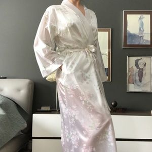Soft Satiny 80s Vintage Housecoat/Robe